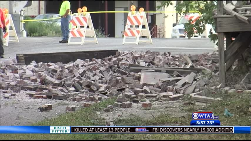 Road closed after partial building collapse_42720845-159532