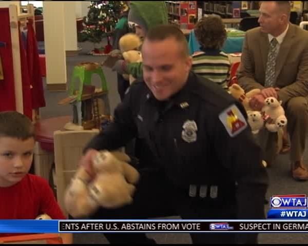 Altoona Police hand out -Because We Care- bears_57126859