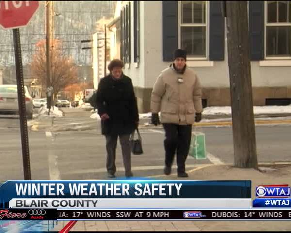 Winter weather impacts holiday shopping_56116943