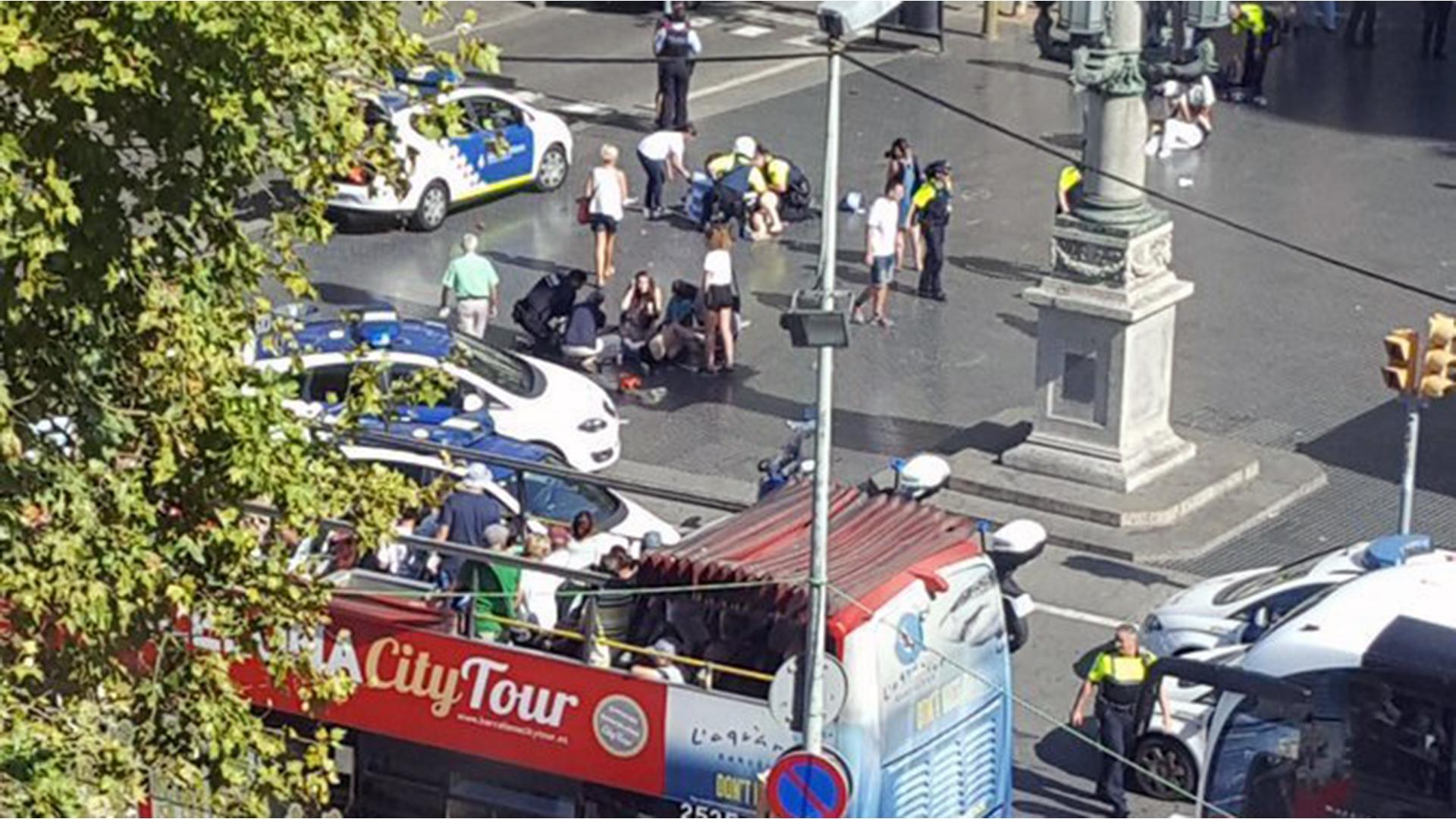 Barcelona van attack scene 2-159532.jpg76525893