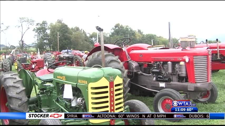 Antique tractor event_89279012