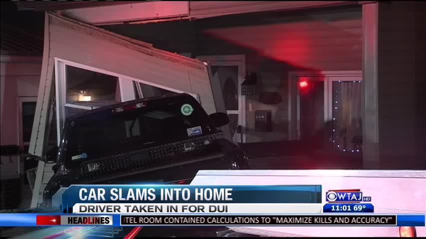 Car into Altoona Home_90120163
