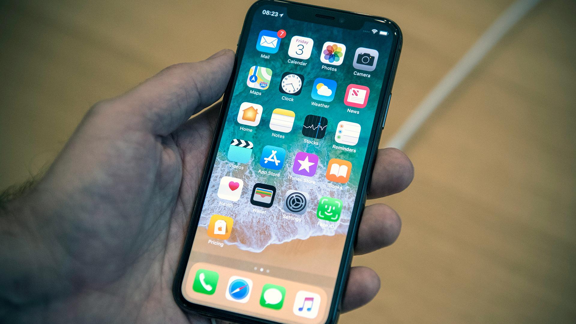 iPhone X release phone in hand-159532.jpg96652619
