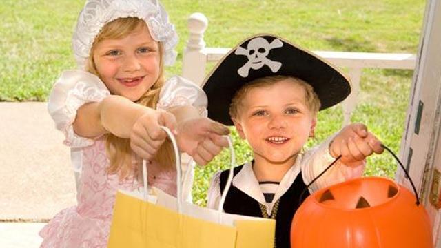 Kids-trick-or-treating-jpg_166334_ver1_20161215024050-159532
