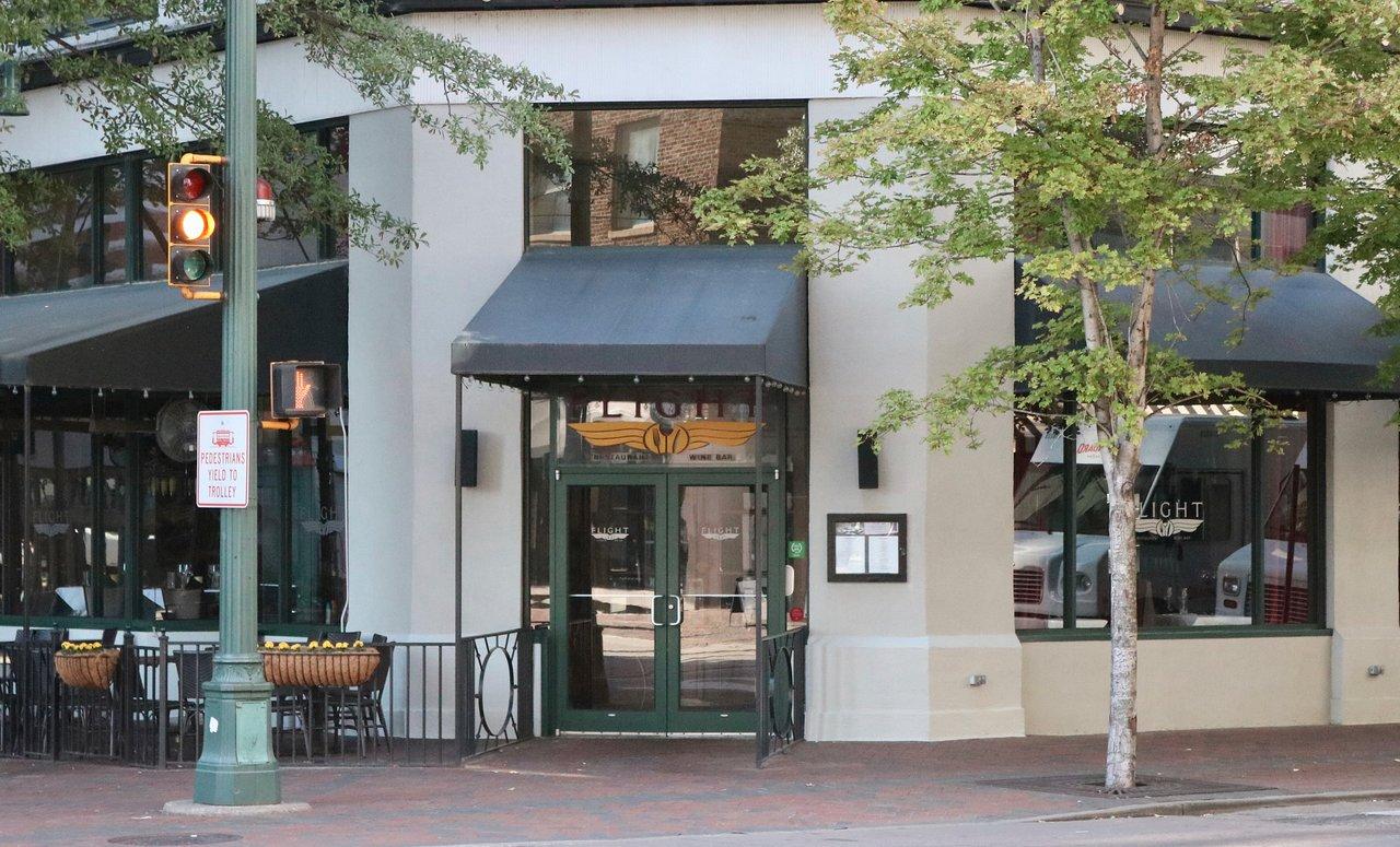 05_Fine Dining Flight Restaurant & Wine Bar_Memphis, TN - Exterior_1543945258203.jpg.jpg