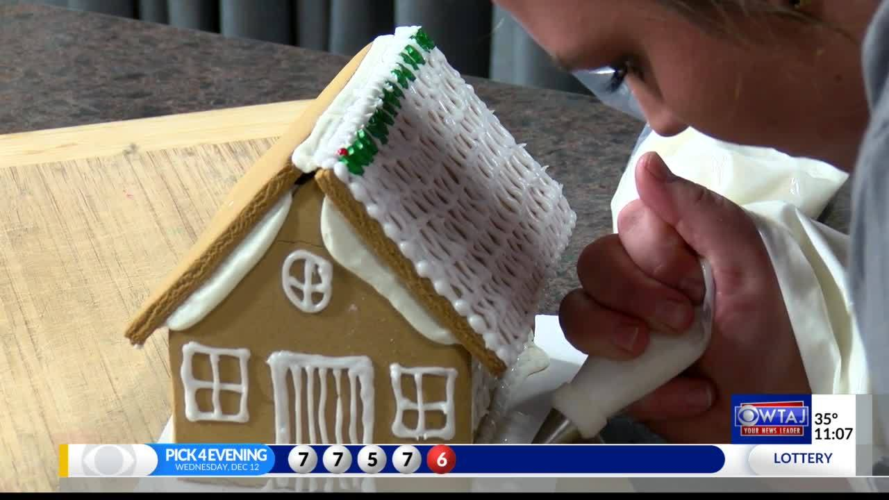 Gingerbread_house_party_in_Bedford_8_20181213170620