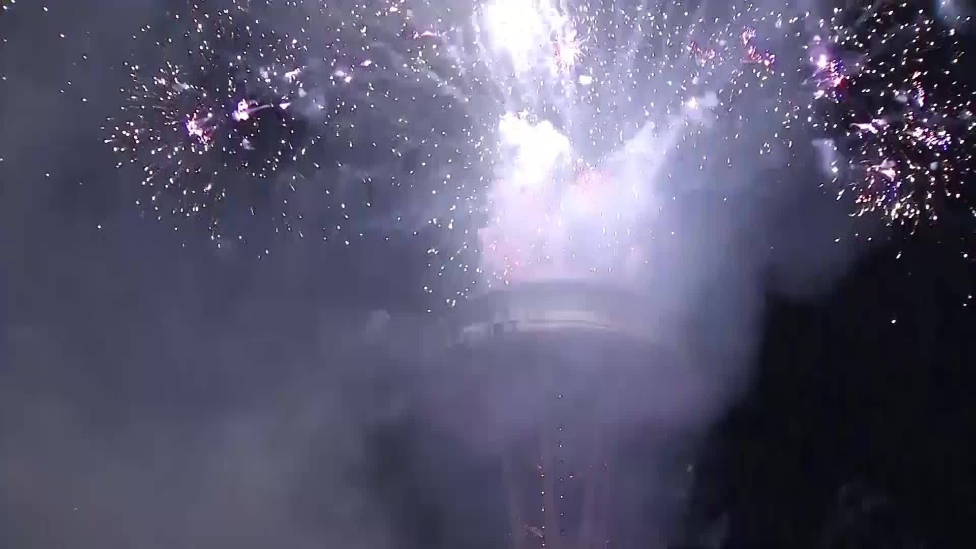 New_Year_s_Eve_Space_Needle_Fireworks_8_20181231235410