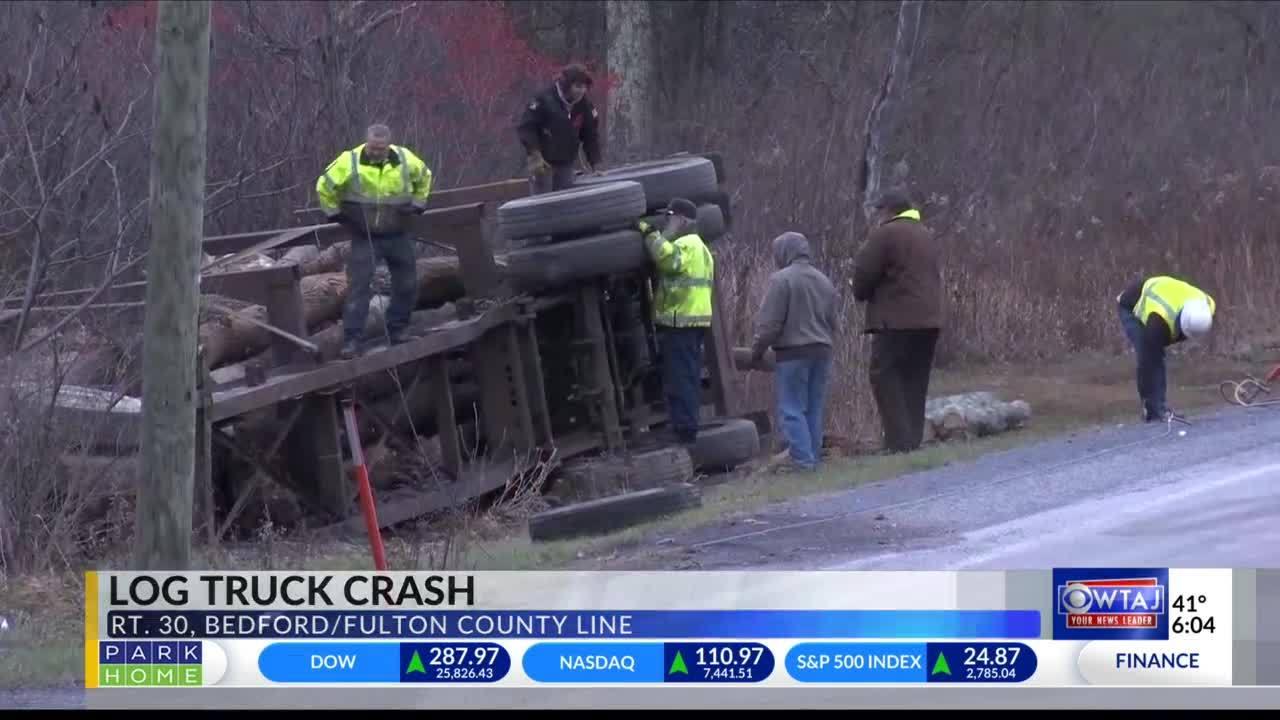 Police_investigating_log_truck_crash_4_20181203231341