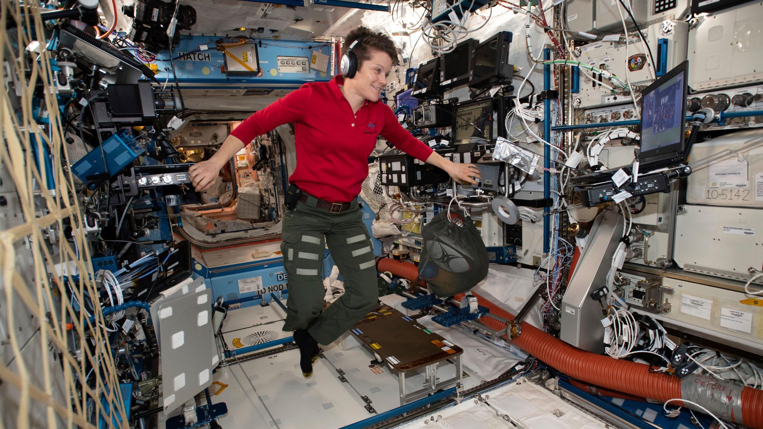 NASA Spacewalk_1553615846699