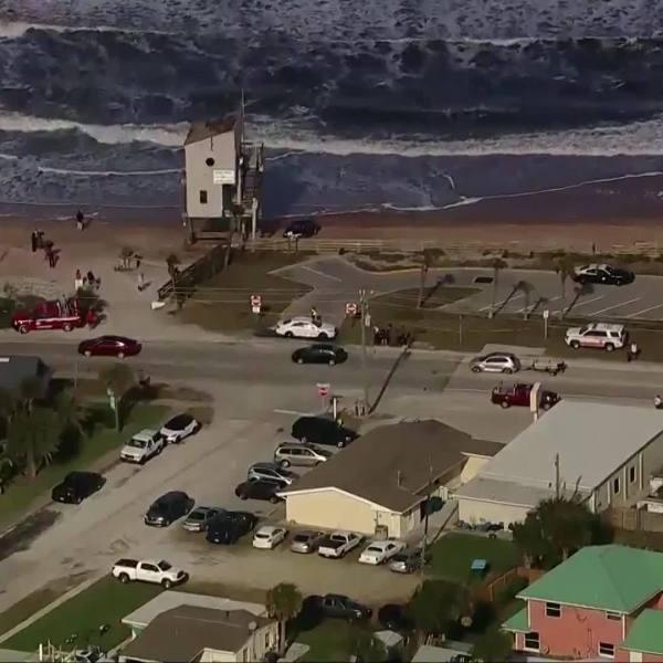Car_Crashes_onto_beach_in_Florida_0_20190320222048