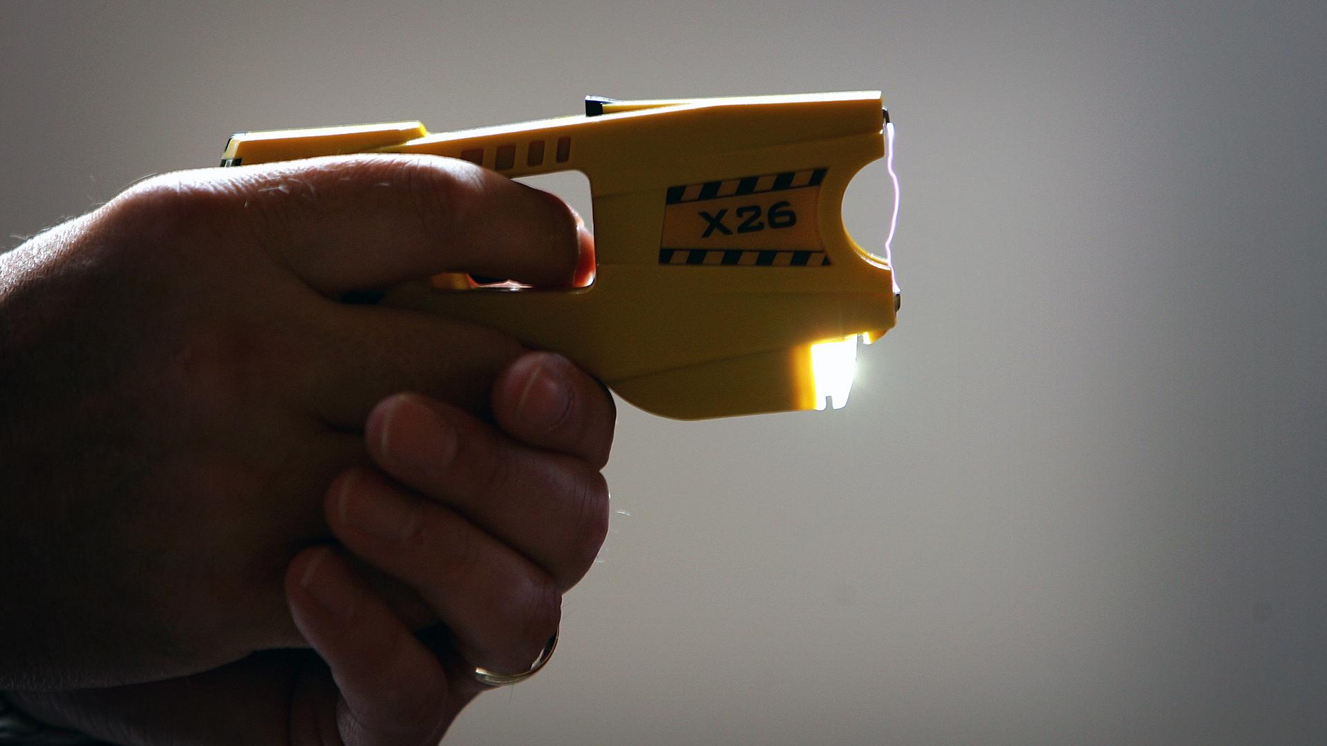 Taser X26 stun gun-159532.jpg71111501