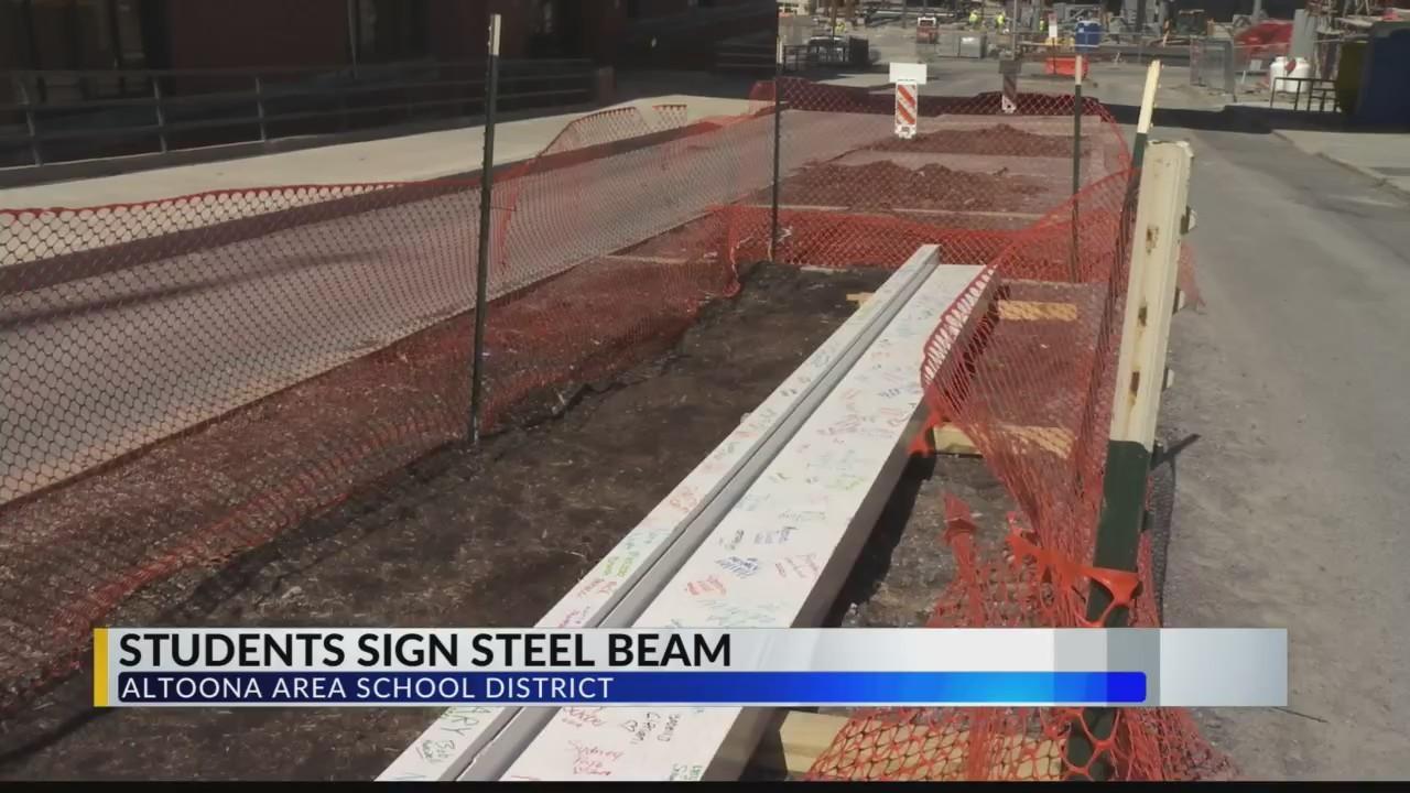 Students_sign_steel_beams_0_20190403215650
