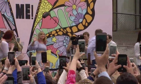 Taylor Swift mural appearance-873703986