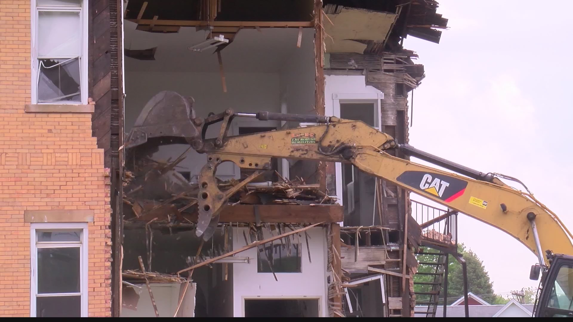 Building_demolition_in_Lilly_causes_cont_0_20190523221756