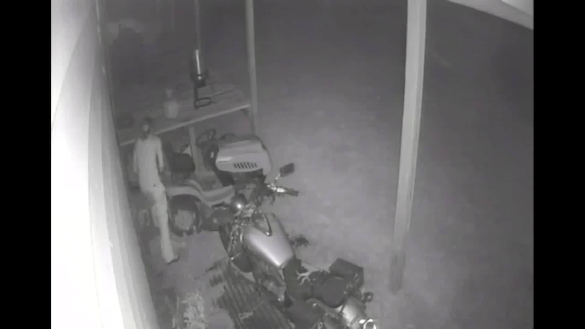 Caught_on_Camera_FL_Man_Sets_Porch_On_Fi_0_20190523214016
