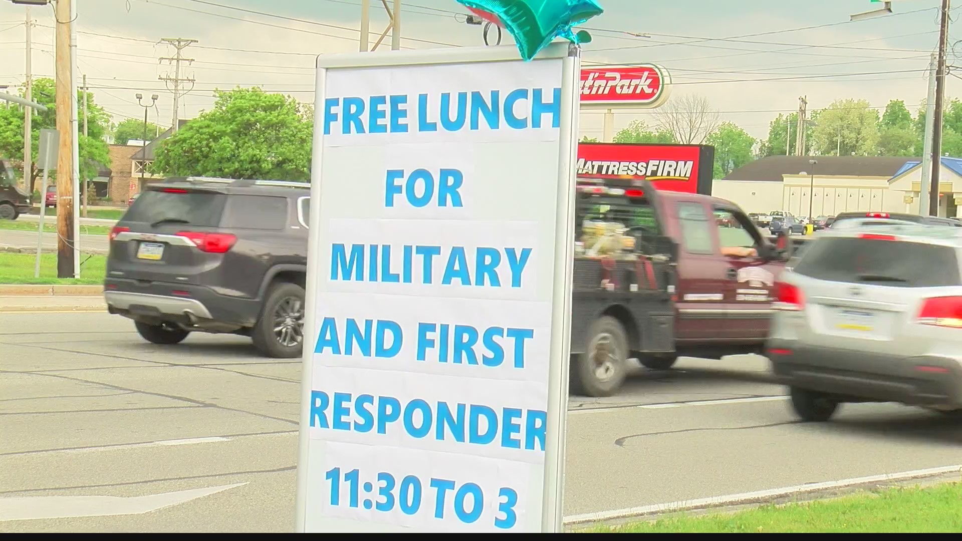Free_lunch_given_to_first_responders__mi_0_20190523221459
