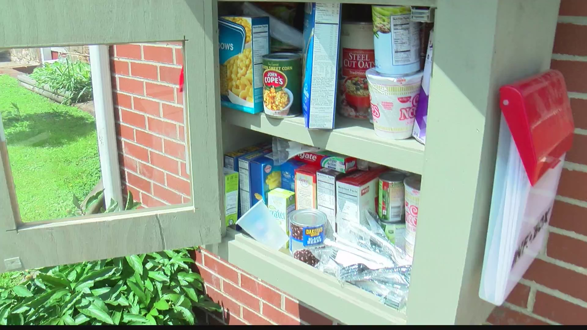 Mini_food_pantry_helps_locals_in_need_0_20190520225640