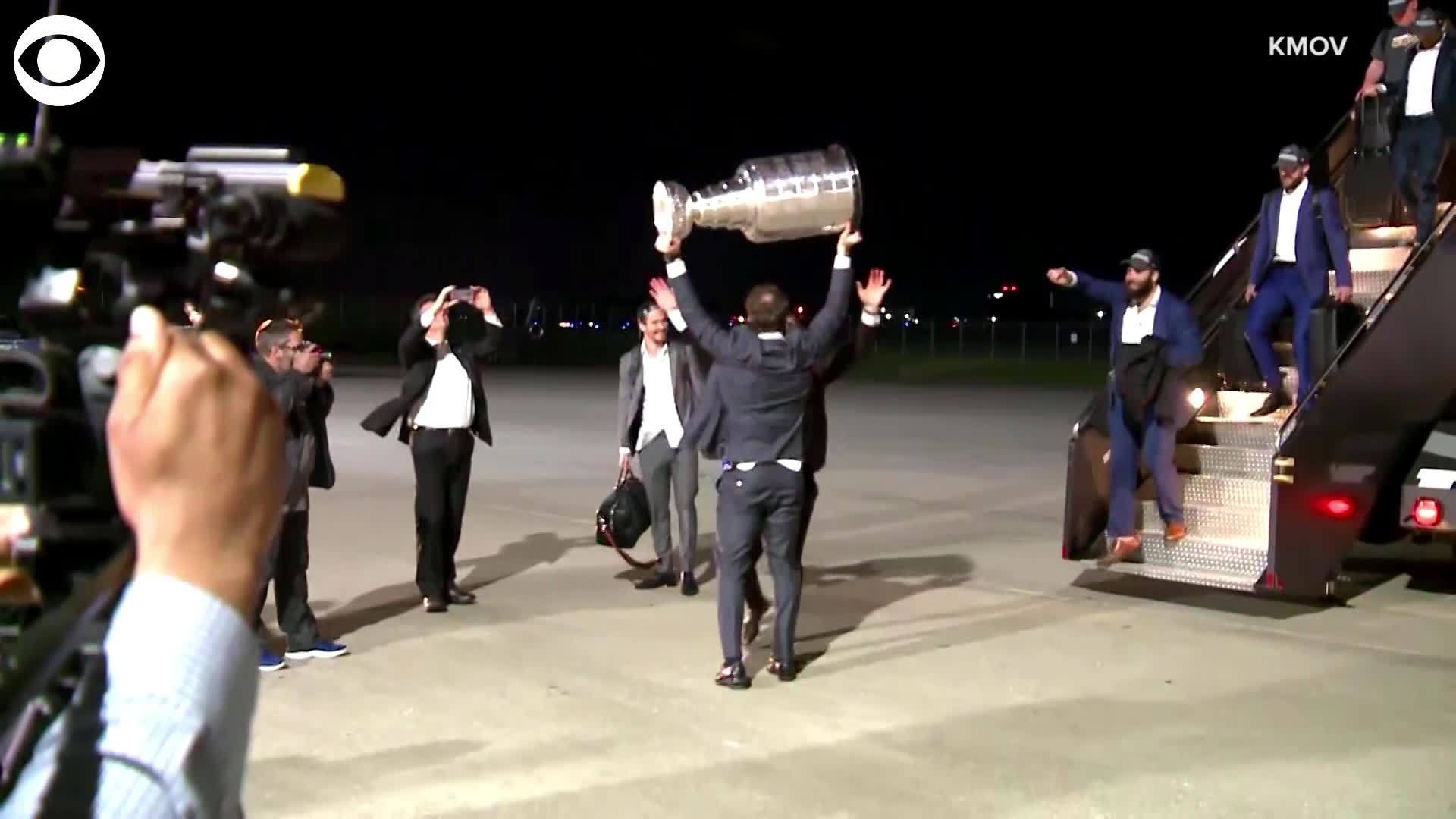 Web_Extra__Stanley_Cup_arrives_in_St__Lo_0_20190613135334