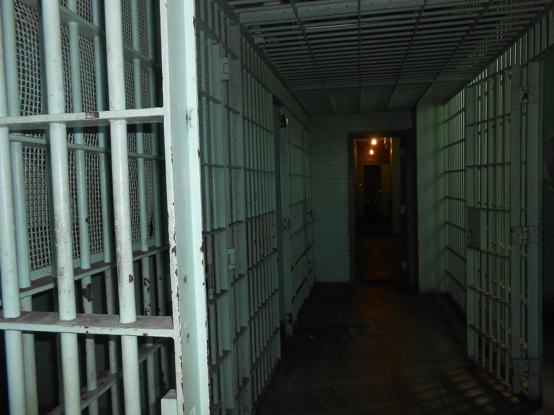 jail-429633_1920_1560253478505.jpg
