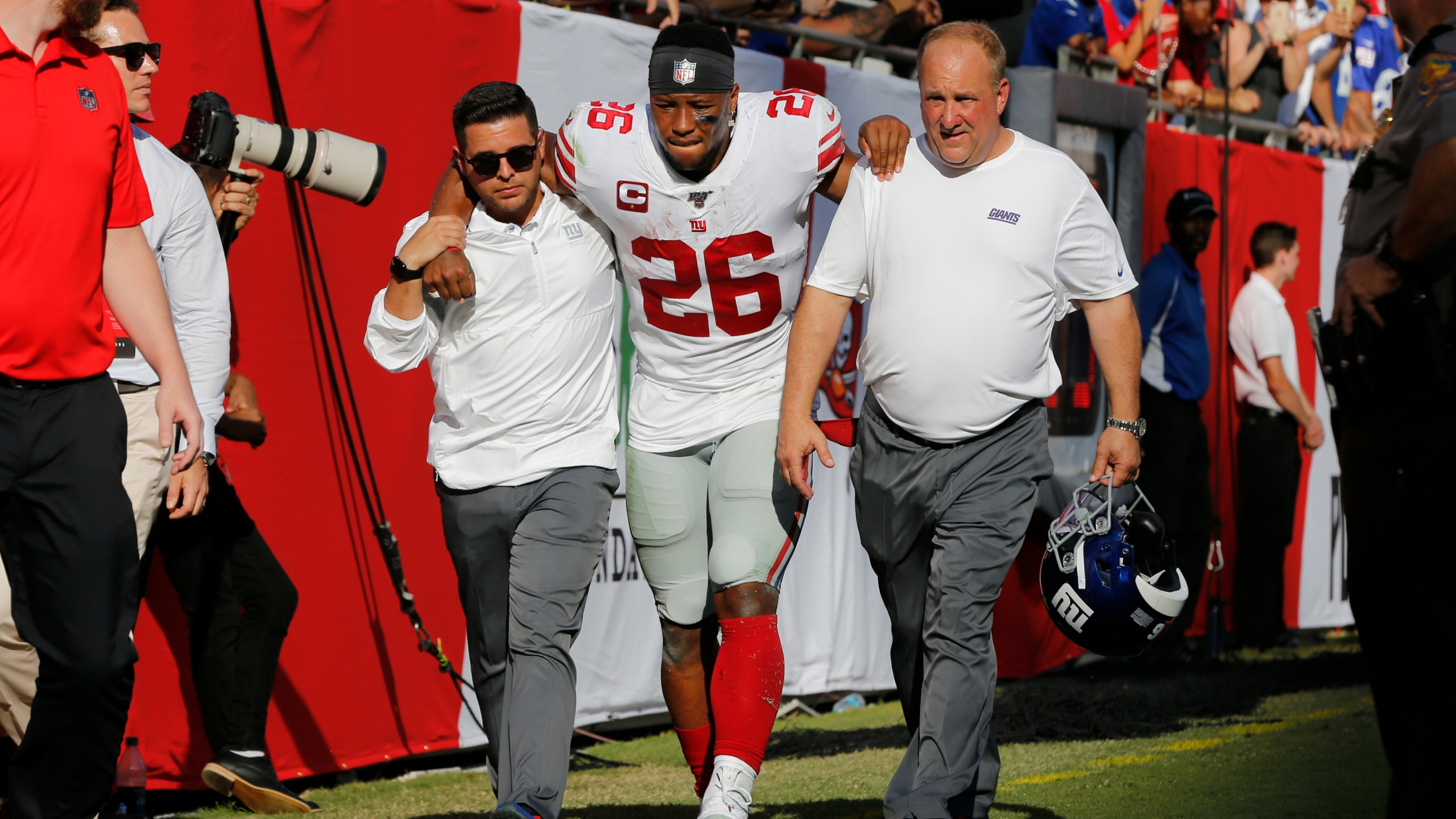 newest dc130 b4f64 Saquon Barkley leaves Giants game with ankle injury
