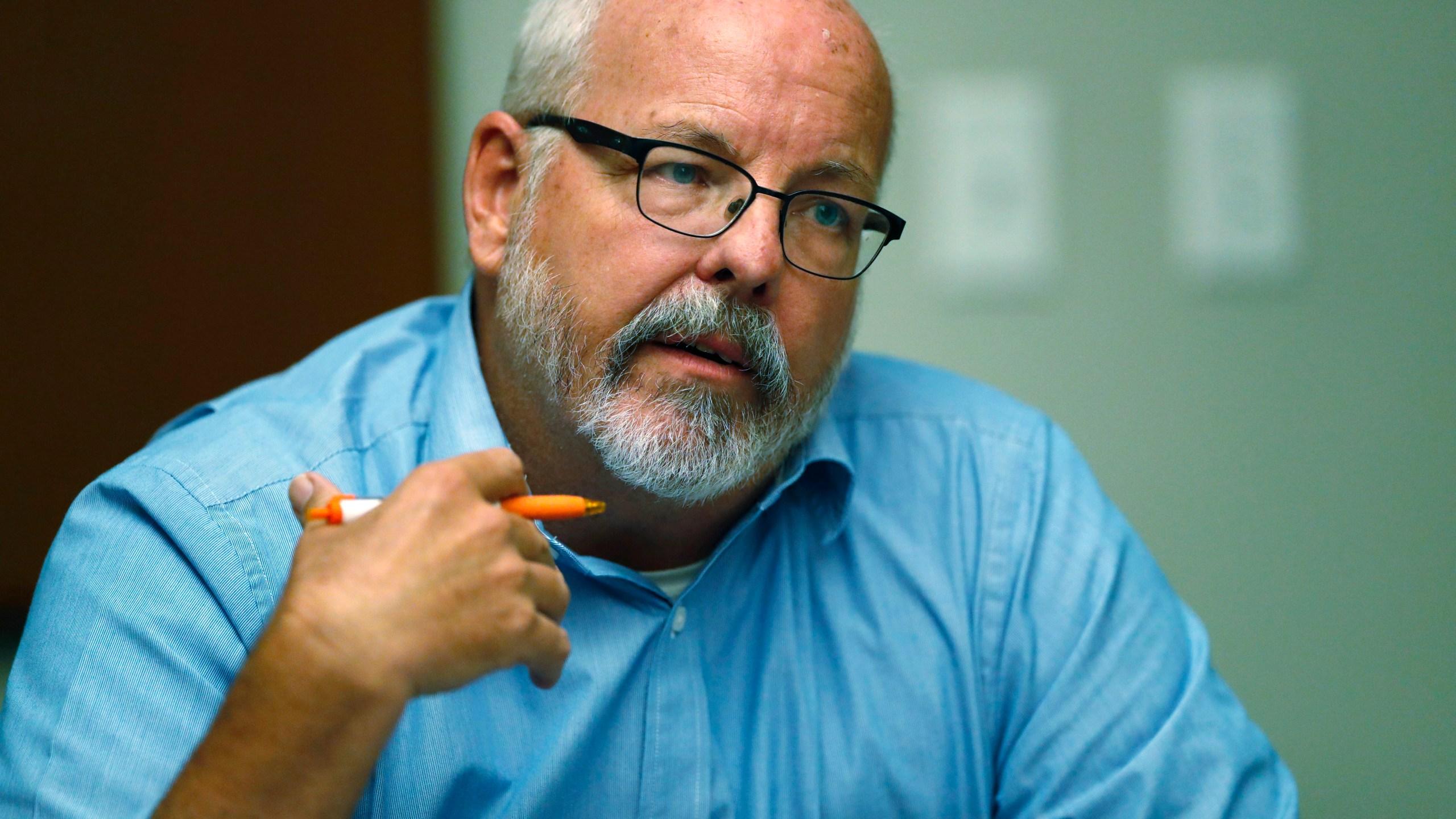 Tom Sullivan, r m